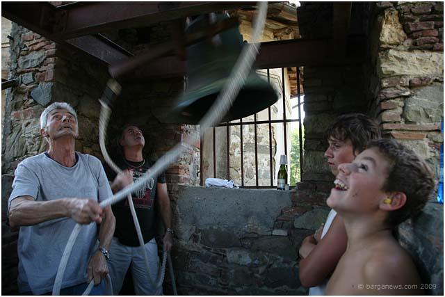 bellringers-in-fornacetta-barga-2009008