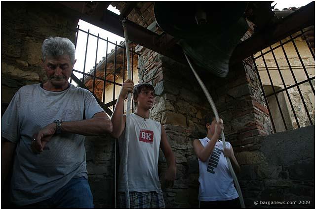 bellringers-in-fornacetta-barga-2009013